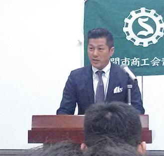 主張を発表する愛甲商工会青年部の長島典正さん