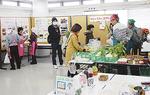 野菜や手作り品の展示販売も