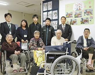 志田山ホームでの車椅子寄付の様子
