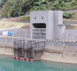 宮ヶ瀬ダム下にある津久井導水路取水口