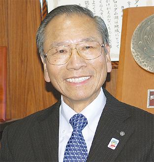 今年の施策など村の展望を語る大矢村長