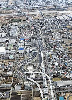 厚木南IC=写真上部が海老名南JCT方面 NEXCO中日本提供