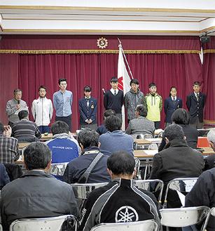 井上監督から紹介される選手たち