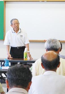 講演する鈴木さん