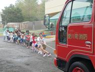 消防車と綱引き