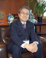 岩澤村長が初登庁