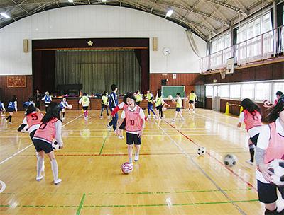 田代小でサッカー教室