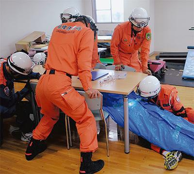 閉鎖空間からの救出訓練