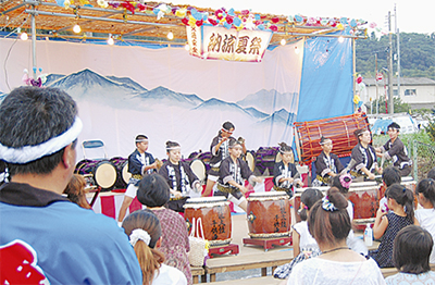 神輿に太鼓の夏祭り