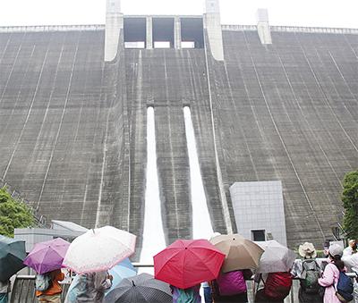 宮ヶ瀬ダム観光放流はじまる