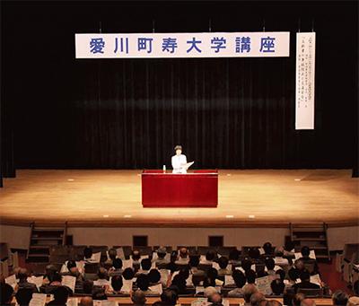 寿大学に300人