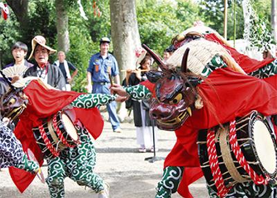 伝統の三頭獅子舞