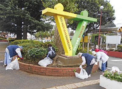 シルバー世代が町を清掃