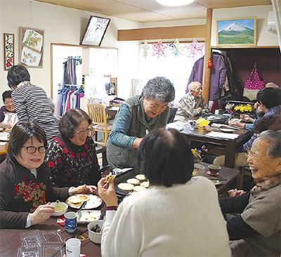 お茶会で村民交流