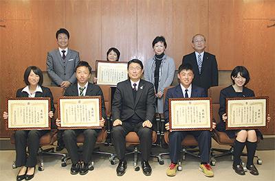 5人に町教育委員会表彰