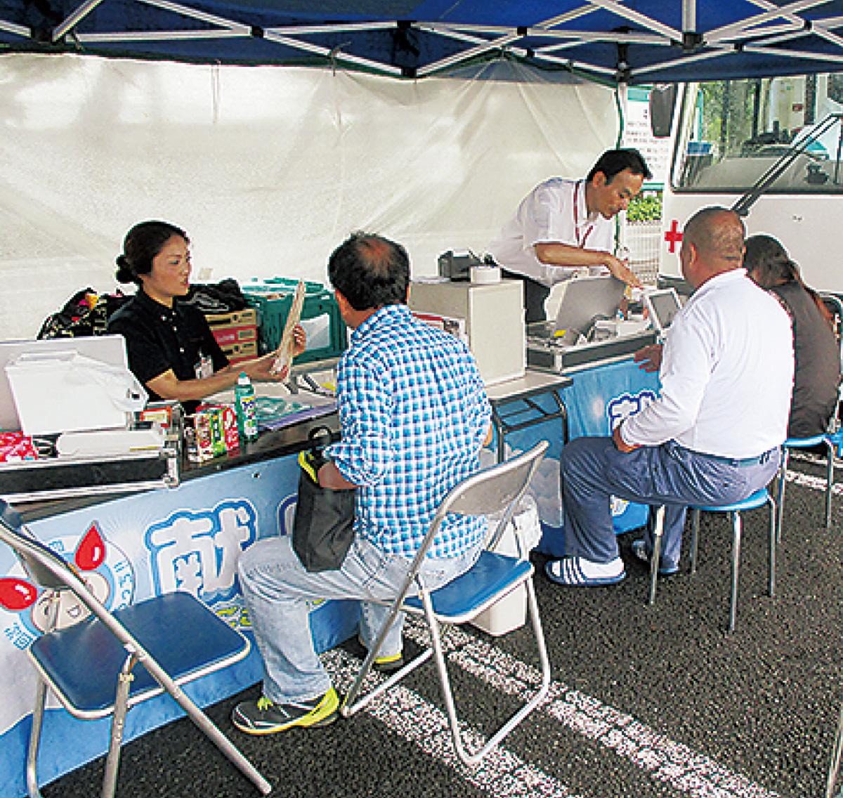 「商工会の日」で献血