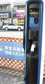 「タイヤ館横須賀店」に設置されたEV・PHV両用の充電スタンド。利用は20分間で無料。利用実績はまだないが、「保有ドライバーの利便性向上に」と話す