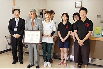 表彰を受けるスイミングアカデミー横須賀