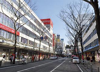 「西友横須賀店」は、地上38階地下2階の住居併用の商業ビルに