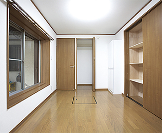 見た目は普通の部屋だが、壁の中に安全ボックスを施工している