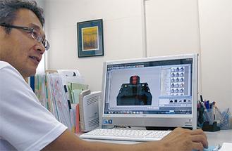 石材店を営む大橋さんは墓石デザインをパソコン画面で提案