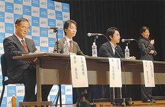 討論会に出席した斉田氏、林氏、小泉氏(左から)