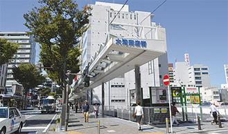 コインパーキングの一角ににぎわい拠点を整備。商店街の連続性を確保する(横須賀市大滝町)