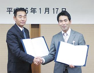 宇野浩一支部長(左)と吉田市長
