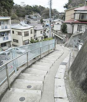 複雑に階段道路が入り組む稲荷谷戸