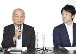 齋藤隆氏(左)と小泉進次郎氏