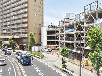 「小川町駐車場」を用地として取得。16号線沿いに正面玄関が設けられる