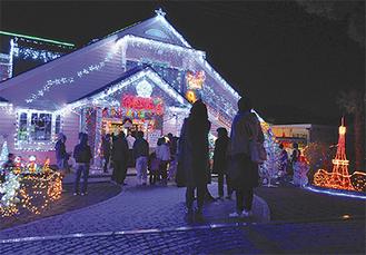 30万個の電球が光り輝くクリスマスハウス