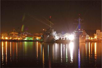 サンセットと軍港夜景を同時に楽しめる