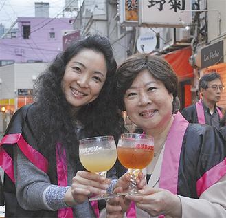 レギュラー(右)と姉妹品のシルク