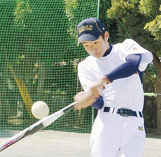 右投げ、右打ち。タイプが同じ中田翔選手が憧れ