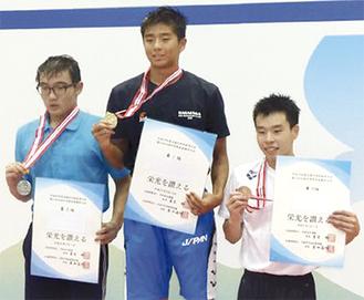 8月の全国大会で表彰台に上がる栁川大樹君(中央)