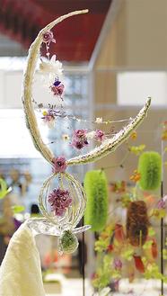 上昇する花嫁の気分を表現した青井さんの作品