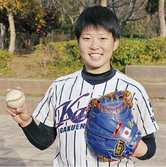 在学中の新潟県の開志学園高校のユニフォームを着て