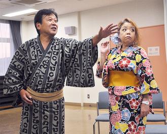 アマチュア落語家の顔を持つ新谷健さんが主役の八兵衛を演じる(=写真左)