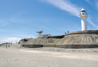 砲台跡の上に築かれた灯台