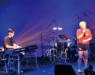 120以上の楽曲を持つSTAR FISH(左)とボーカルの岩本真弥さんはともに高校生