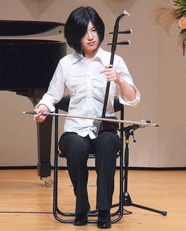 横須賀出身の二胡奏者、上の山さん