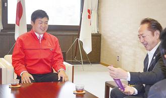 金メダルを手に市長も満面の笑み