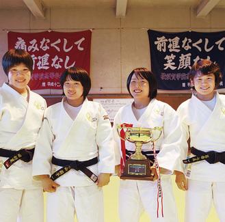 左から内田さん、横山さん、鈴野さん、葛巻さん