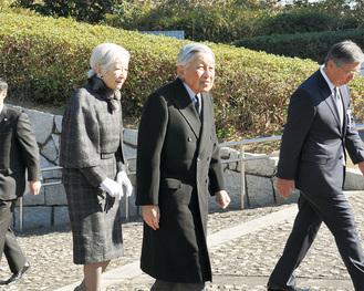 観音崎公園にある「戦没船員の碑」広場を訪れた両陛下