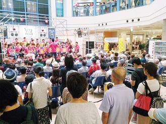 賑わうステージライブ風景(昨年8月)