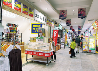 """シャッター店舗に""""新顔""""が加わった商店街"""