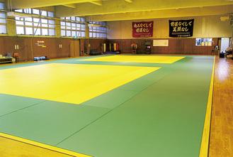 練習が行われる横須賀学院の柔道場