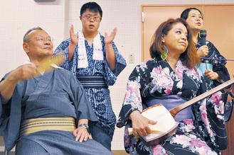 昭和歌謡を交えた娯楽時代劇。歌も見せ場のひとつ