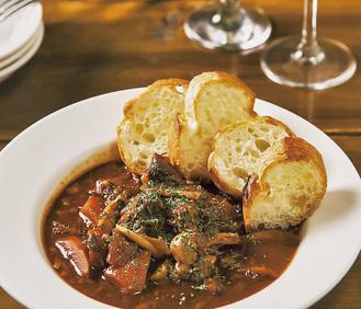 前回の1番人気「ROOMS CAFE」の「牛すじ赤ワイン味噌煮込み」